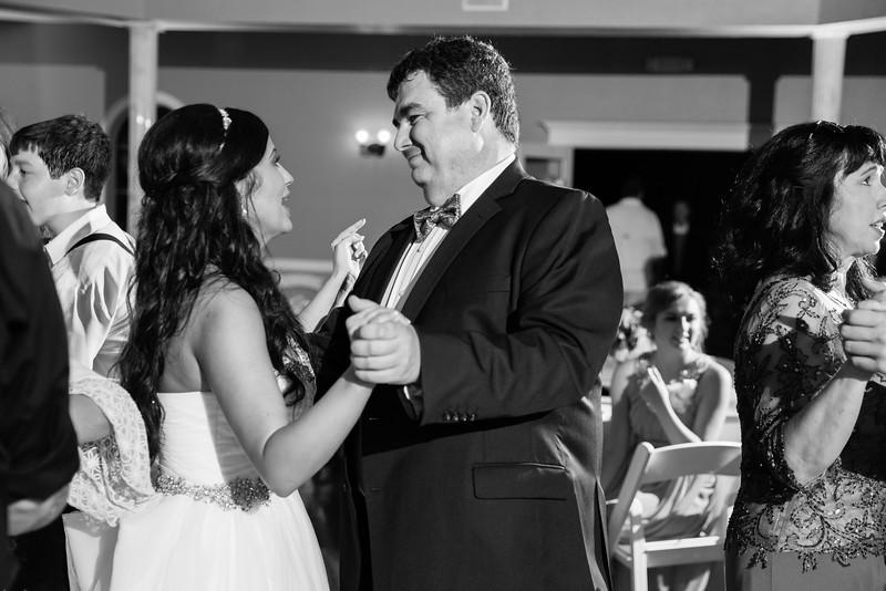 1178_Josh+Lindsey_WeddingBW.jpg