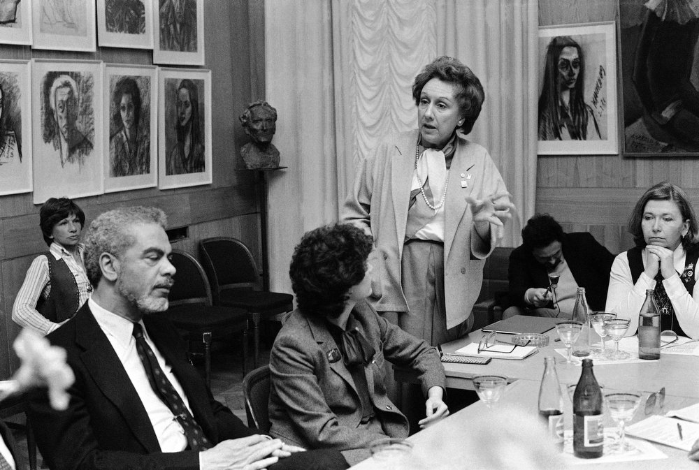. Actress Jean Stapleton answers a question from a Soviet artist at a U.S.-Soviet round table discussion of mutual concerns in April 1983. From left actors: Earle Hyman, Edith Behr, Stapleton and Barbara Colton. Stapleton has died at the age of 90. John Putch said Saturday, June 1, 2013 that his mother died Friday, May 31, 2013 of natural causes at her New York City home surrounded by friends and family. (AP Photo/B.Y.)