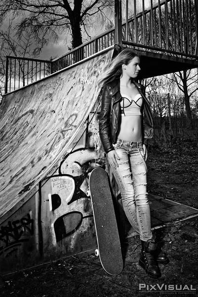 Michele skateboard 03.jpg