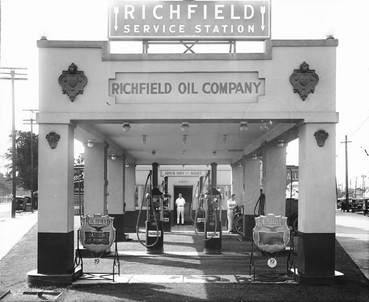 Richfield Service Station, ca.1920-1929
