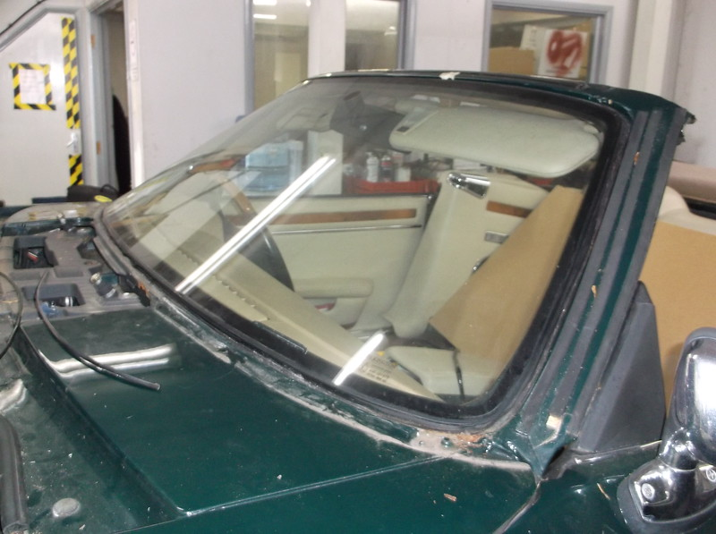 Stainless steel windscreen trim removed - Note rust in lower corner