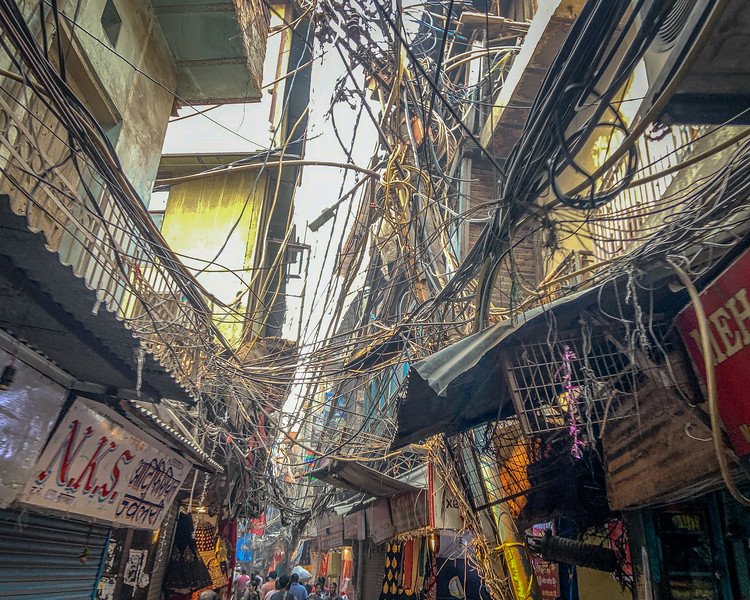 Old Delhi, seems the electricians went to the same school as the ones in Nepal.