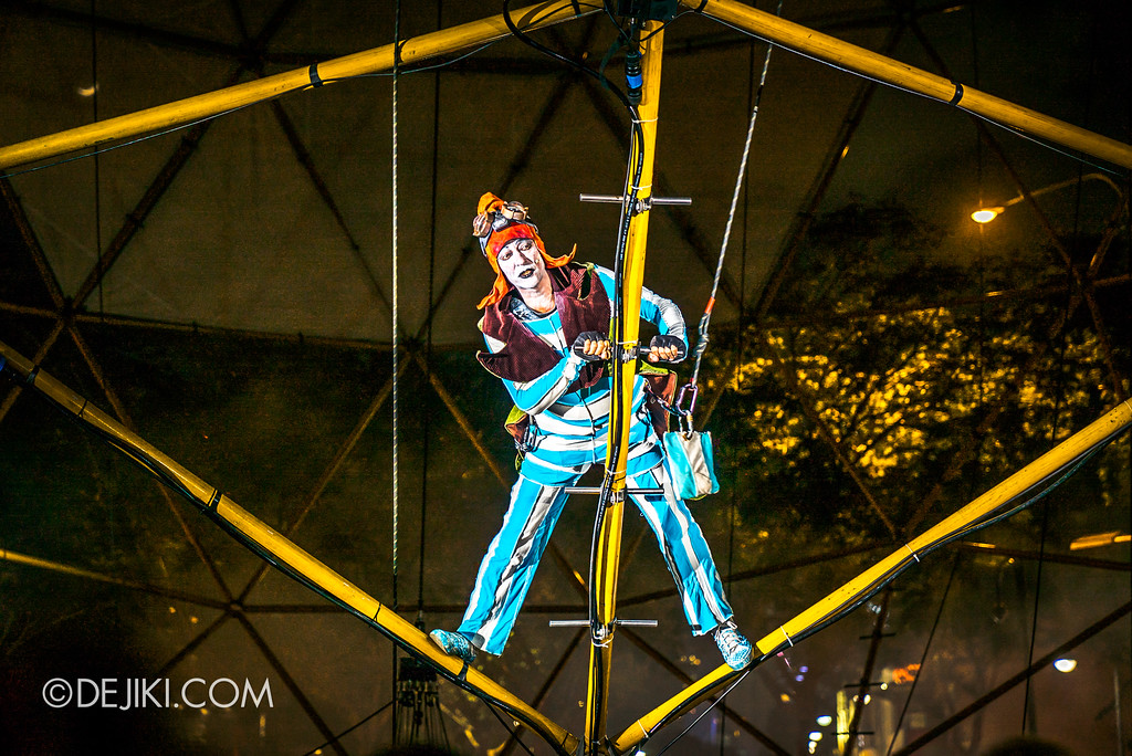 Singapore Night Festival / GLOBE by Close-Act Theatre show - Flying Man climbs the Globe