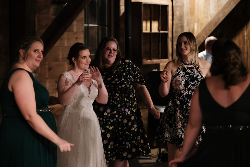 rustic_ohio__fall_barn_wedding-458.jpg