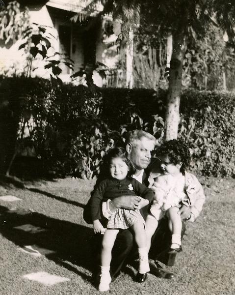 1946-granddad-reyes-susie-cissie.png
