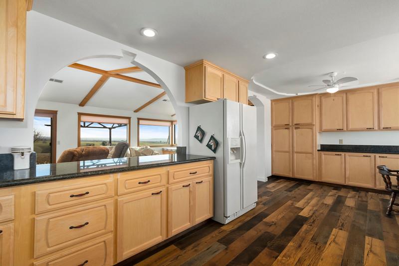 2210 Rancho Lomas 19 Kitchen.jpg