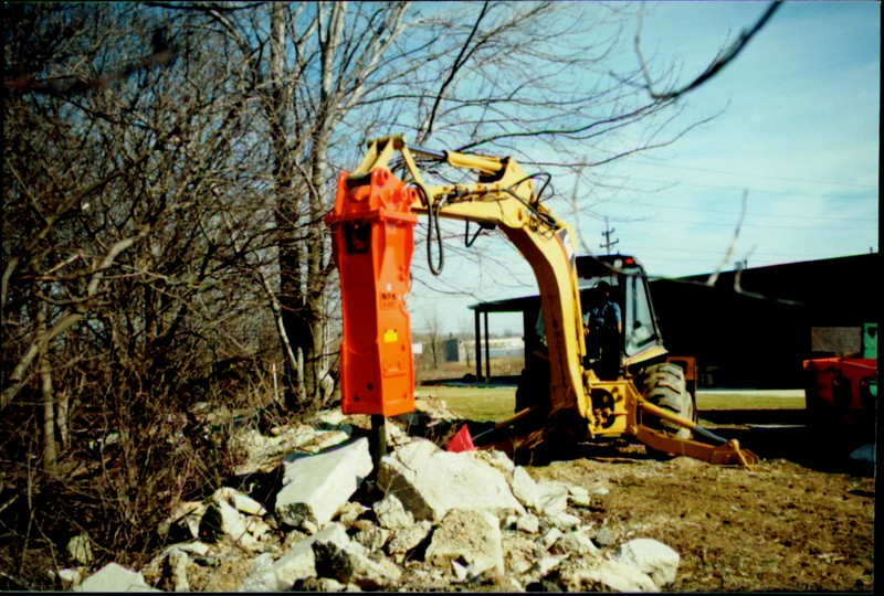 NPK E207 hydraulic hammer on Cat backhoe at NPKCE (2).JPG