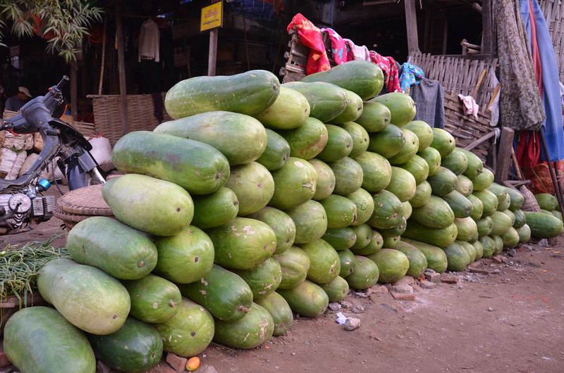 DSC_4920-stack-of-melons.JPG