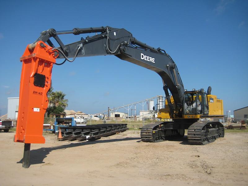 NPK GH40 hydraulic hammer on Deere 870G excavator (23).jpg