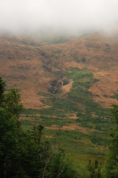 <html><span class=fre>Cascade sur les Tablelands - Parc national de Gros Morne, Terre-Neuve</span> <span class=eng>Waterfall on the Tablelands - Gros Morne national park, Newfoundland</span></html>