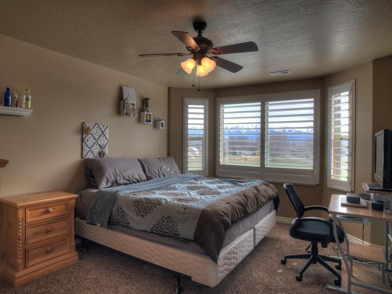 Syracuse Bedroom 3 150314.jpg