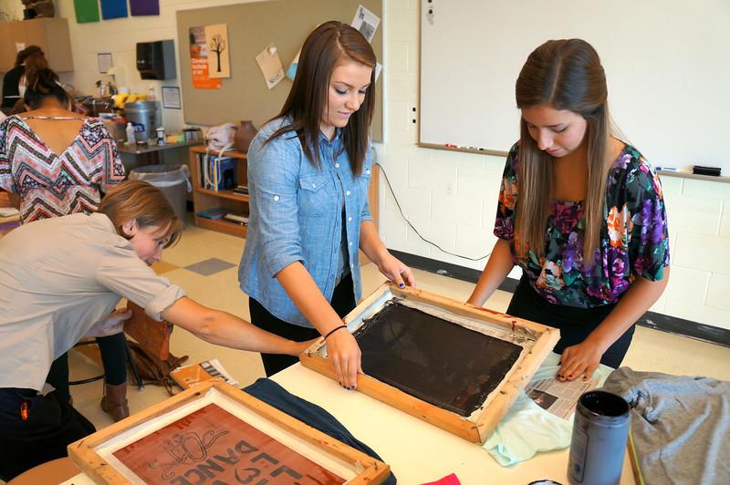 Lutheran-West-Art-Class-Silk-Screen-T-Shirts--September-2012--61.JPG