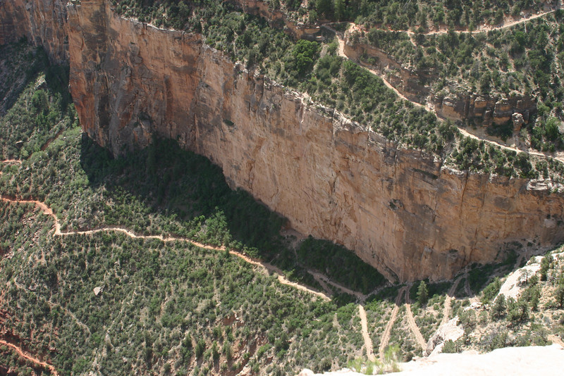 Close-up of the middle part of Bright Angel Trail.