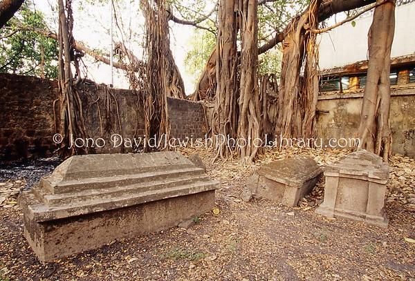 INDIA, Pune (Poona) (Maharashtra). Jewish Cemetery. (2009)