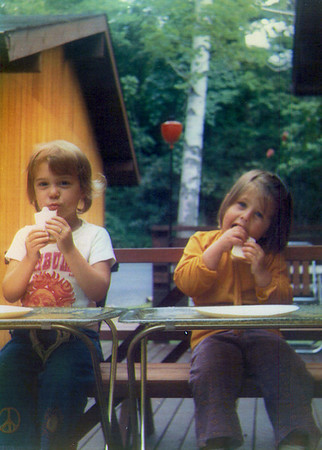 1972-Anne & Sam eating.jpg
