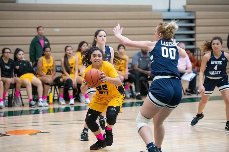 Basketball-W-2020-01-31-7735.jpg