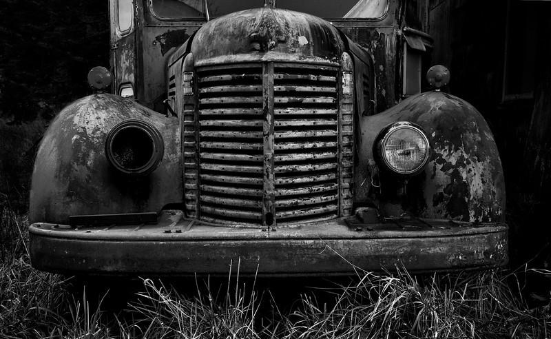 XK4L5381 old truck.jpg