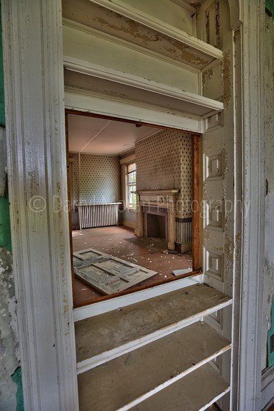 Abandoned Mansion in VA (21).jpg