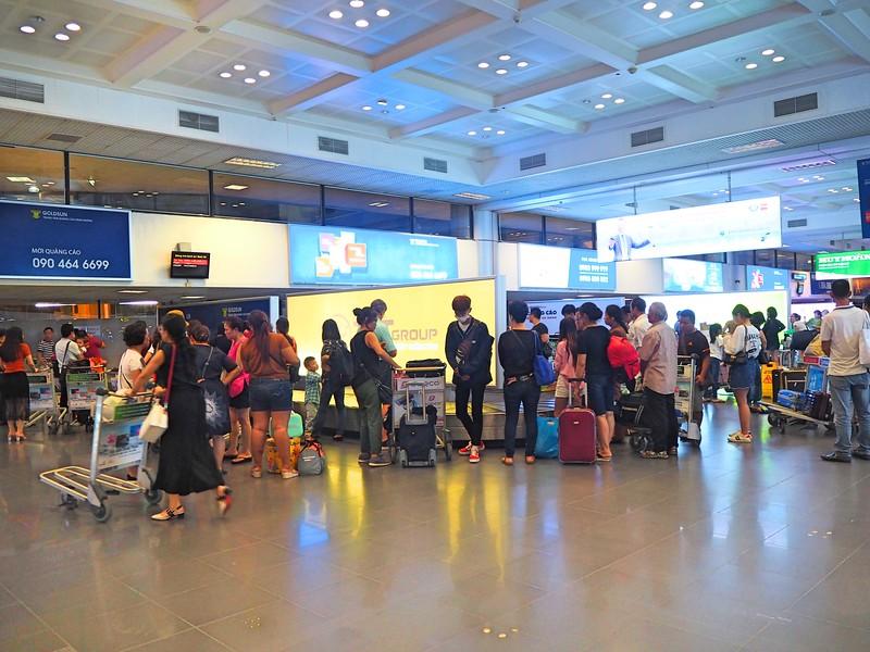 P9010052-baggage-claim.jpg