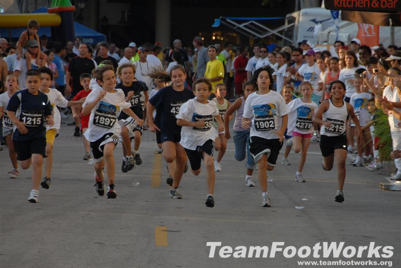 South Miami Hospital Twilight 5k - June 8, 2008, #1 Photos by Susan Tillett