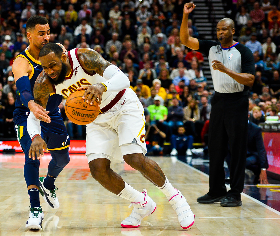 . Utah Jazz forward Thabo Sefolosha, left, guards against Cleveland Cavaliers forward LeBron James, right, in the first half of an NBA basketball game Saturday, Dec. 30, 2017, in Salt Lake City. (AP Photo/Alex Goodlett)
