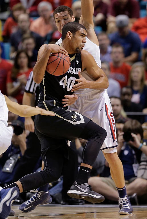. Colorado\'s Josh Scott (40) drives against Arizona\'s Aaron Gordon during the first half of an NCAA college basketball game in the semifinals of the Pac-12 Conference on Friday, March 14, 2014, in Las Vegas. (AP Photo/Julie Jacobson)