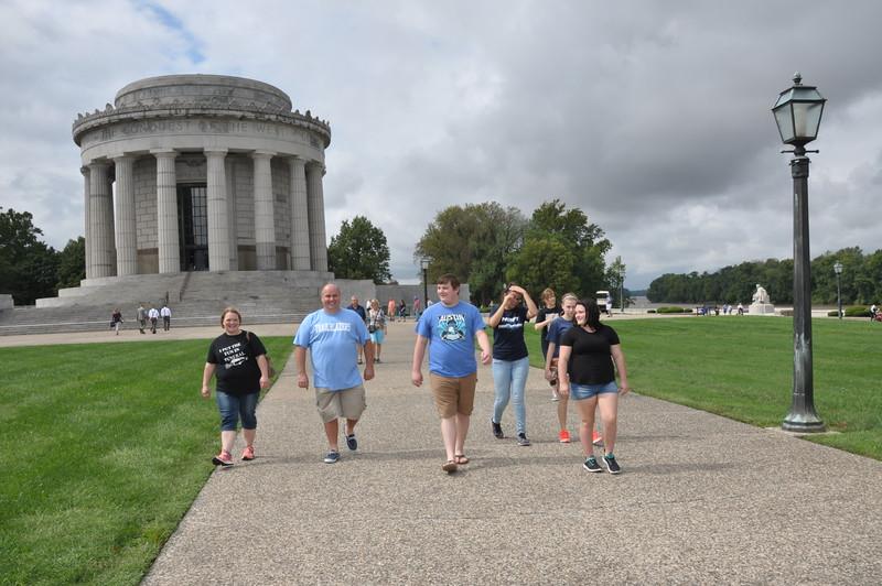 160917 Family Weekend Tube Race teams in front of Clark Memorial (18).JPG