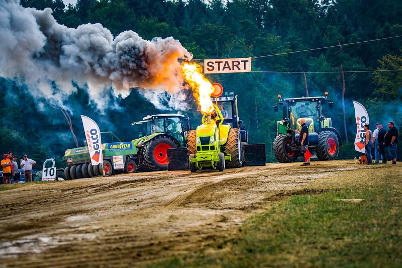 Tractor Pulling 2015-02512.jpg