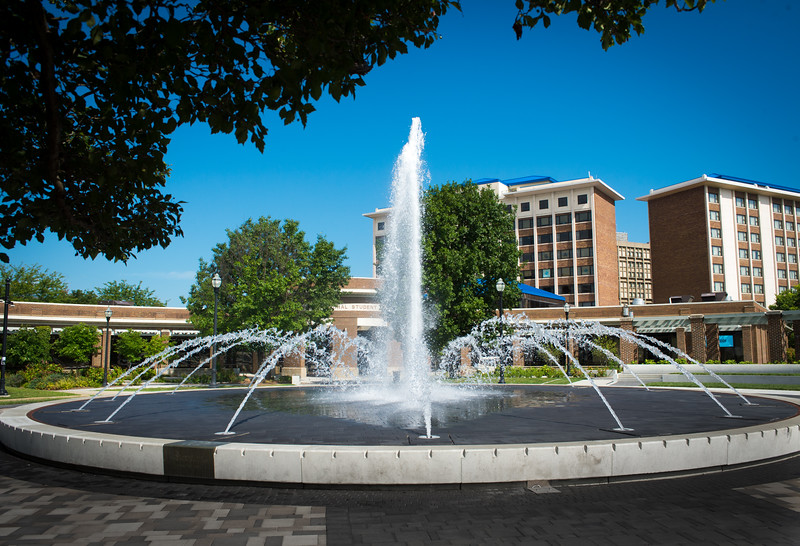 Dede Plaza and fountain