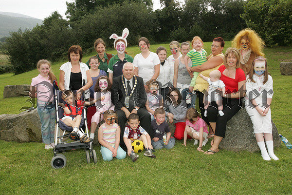 Mayor Michael Cole is pictured withparticipants of a Summer Fun Month at Ti Chulain Mullaghbawn organised by Orana Surestart, also pictured are workshop leaders Mary Rafferty and Heather McDermott. 07W35N8