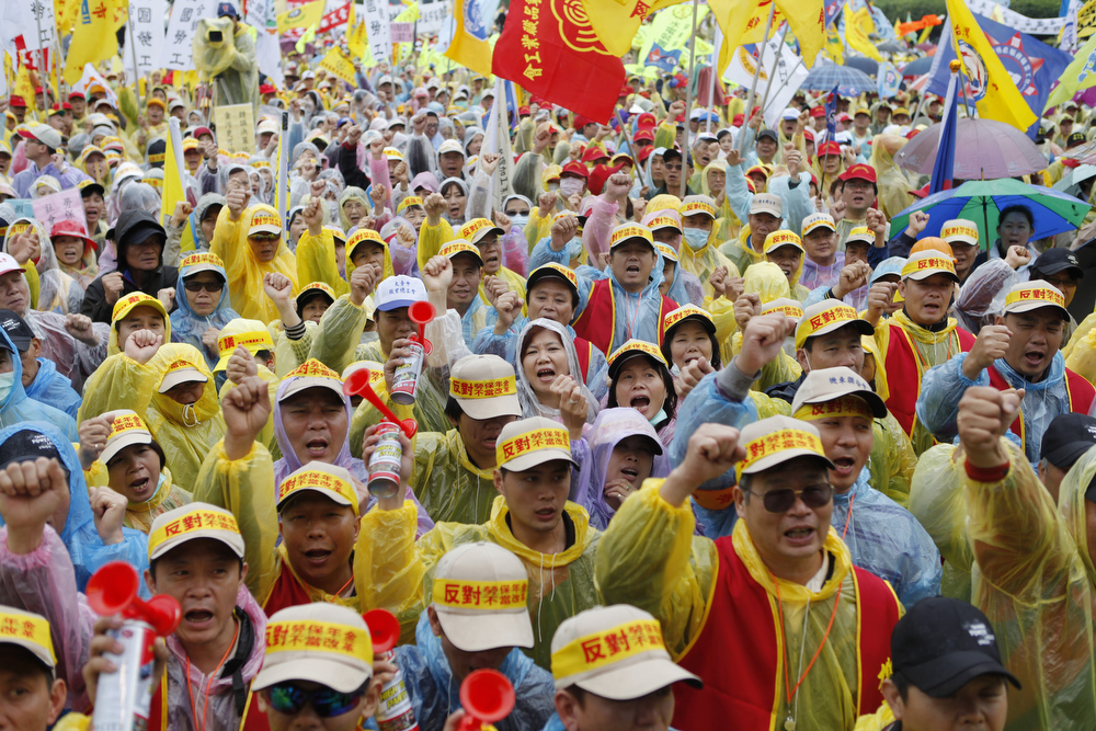 Description of . Over 20,000 workers stage a protest against President Ma Ying-jeou's pension reforms on Labor Day on May 1, 2013 in Taipei, Taiwan. The government's cabinet recently passed bills for restructuring various pension plans. (Photo by Ashley Pon/Getty Images)