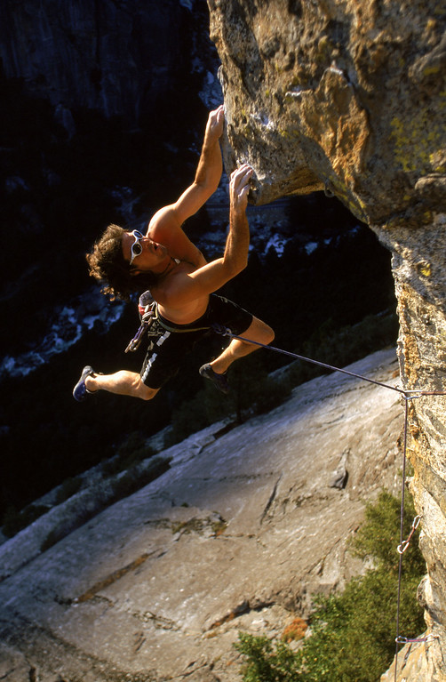 . Rock climber Ron Kauk scales Killer Pillar in Yosemite National Park on August 6, 1998 in Yosemite, California.  (Photo by Mike Powell/Getty Images)