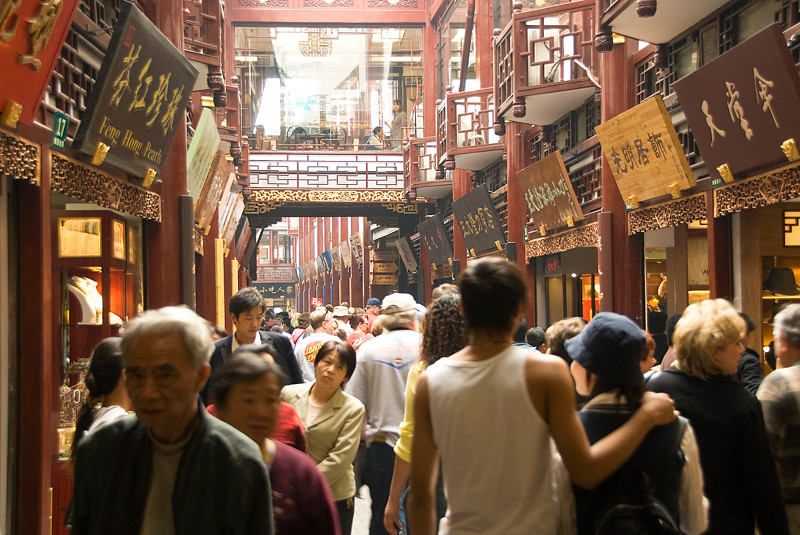 China 216 Bazaar Crowd.jpg