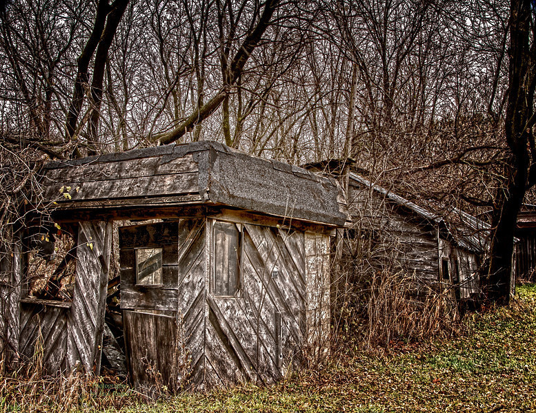 Old shacks 1 -L.jpg