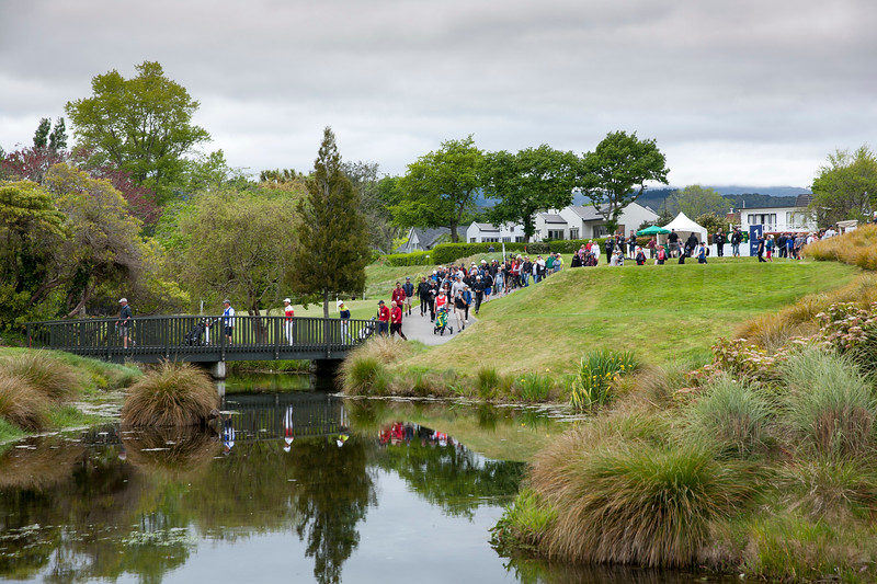 Crowds leaving the 1st tee with the leading group on the final round of the Asia-Pacific Amateur Championship tournament 2017 held at Royal Wellington Golf Club, in Heretaunga, Upper Hutt, New Zealand from 26 - 29 October 2017. Copyright John Mathews 2017.   www.megasportmedia.co.nz