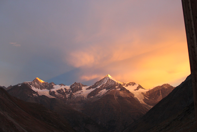 The sunrise from the Tâsch Hut.