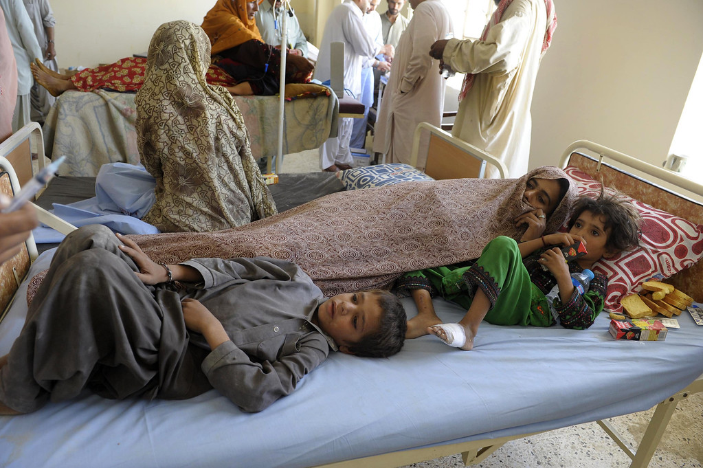 . A Pakistani family of survivors rest at a makeshift hospital in the earthquake-devastated district of Awaran on September 25, 2013. AFP PHOTO/Banaras KHAN/AFP/Getty Images