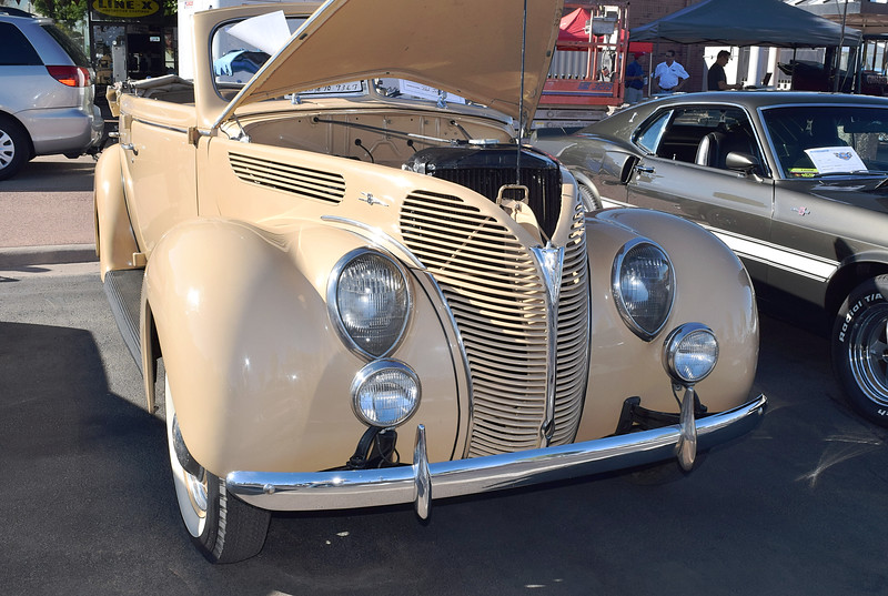 Ford 1938 4 dr conv Deluxe ft rt.JPG