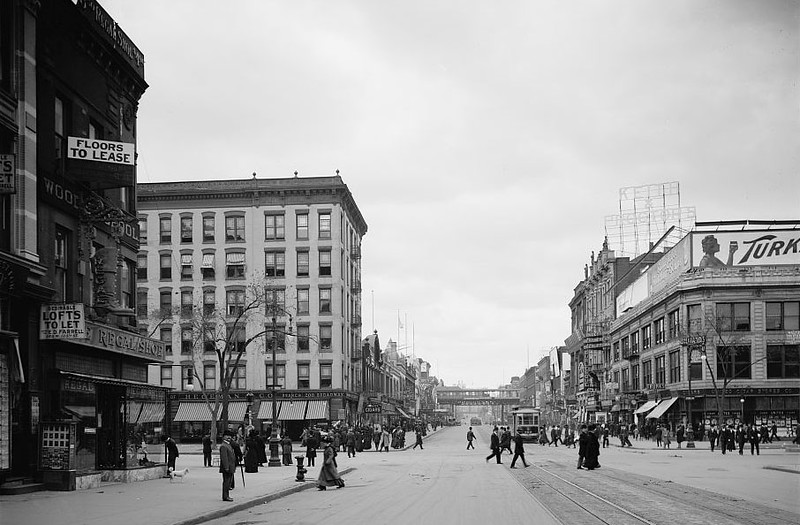 125th St looking west at 7th Avenue in Harlem between 1910 and 1920.jpg