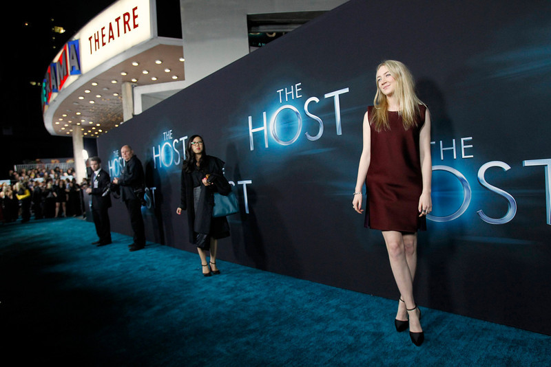 """. Cast member Saoirse Ronan (R) poses at the premiere of \""""The Host\"""" in Hollywood, California March 19, 2013. The movie opens in the U.S. on March 29. REUTERS/Mario Anzuoni"""
