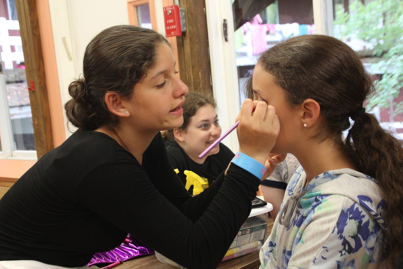 kars4kids_thezone_camp_girlsDivsion_activities_Workshops_Makeup (8).JPG
