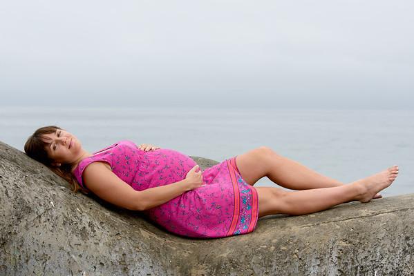 Christina (Maternity Photography, Seabright Beach, Santa Cruz, California)