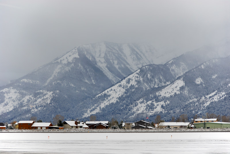 Airport backdrop   (Dec 14, 2006, 10:45am)  Mountains in the background on the otherside of the Jackson Hole airport runway.