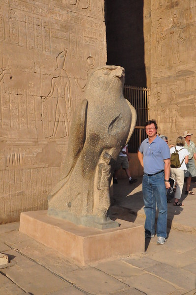 2010-11-11  409  Edfu - Jay and a Statue of Horus, at the Entrance to the Outer Hypostyle Hall