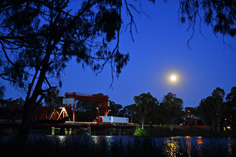 Full moon over Paringa Bridge