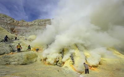 Kawa Ijen - Volcano mining