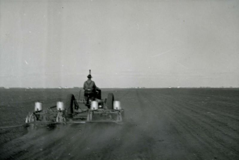 JA040.  Planting hybrid seed - 1939‡ .jpg