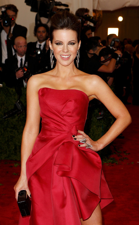 """. Actress Kate Beckinsale arrives at the Metropolitan Museum of Art Costume Institute Benefit celebrating the opening of \""""PUNK: Chaos to Couture\"""" in New York, May 6, 2013.   REUTERS/Lucas Jackson"""