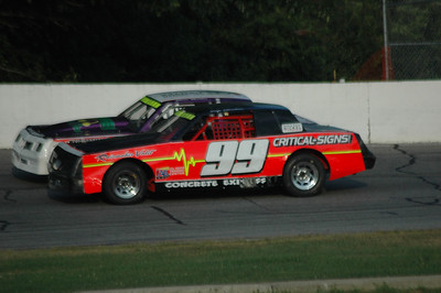 Thompson 8-4-2011 Feature racing action SN