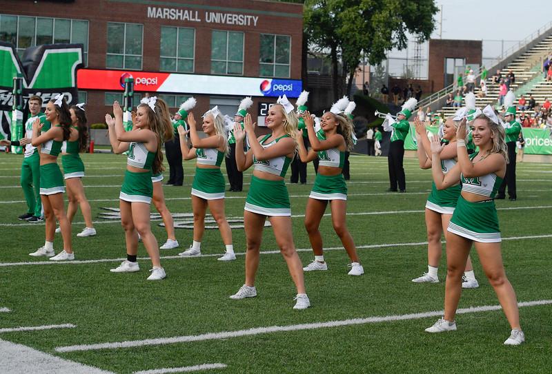 cheerleaders7056.jpg